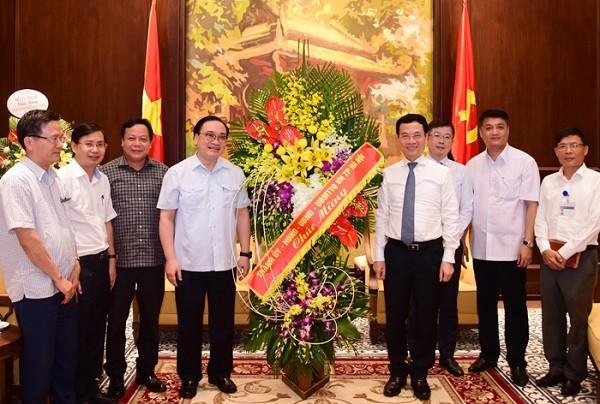 Bí thư Thành ủy Hoàng Trung Hải thăm, chúc mừng Bộ Thông tin và Truyền thông