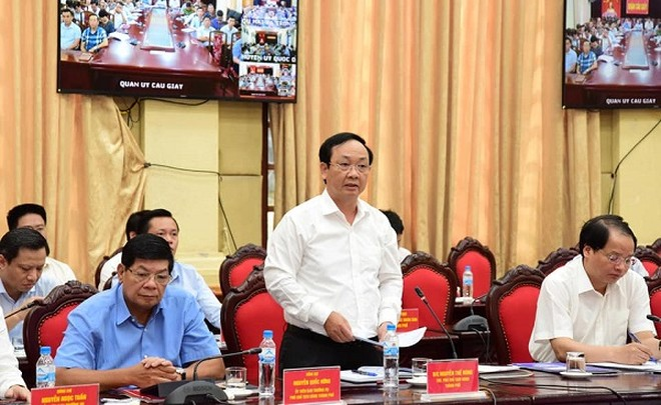 Phó Chủ tịch UBND TP Nguyễn Thế Hùng báo cáo thêm về việc giải ngân vốn đầu tư xây dựng cơ bản chậm