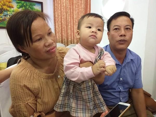 Sau 23 năm lấy nhau, cặp vợ chồng ở Yên Bái lần đầu có con nhờ được can thiệp bằng kỹ thuật Micro TESE