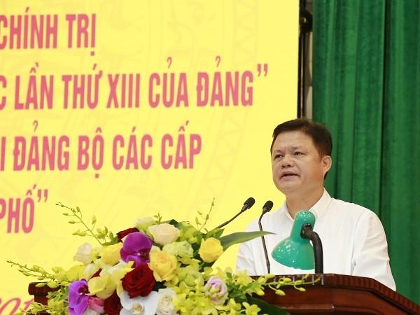 Trưởng Ban Tổ chức Thành ủy Hà Nội Vũ Đức Bảo phát biểu tại hội nghị sáng nay, 8-8
