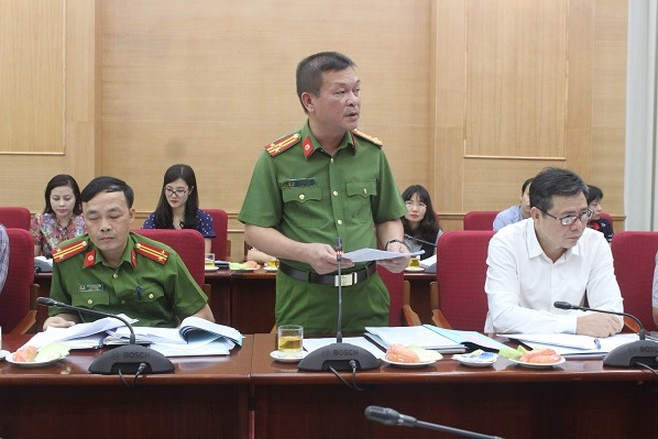 Thượng tá Cao Văn Lộc tham luận tại hội nghị chiều 3-9
