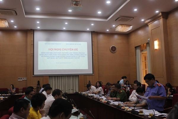 Đại diện Viện Kiểm sát nhân dân thành phố Hà Nội tham luận tại hội nghị