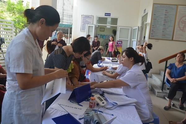 Hơn 1.100 người dân ảnh hưởng bởi vụ cháy công ty Rạng Đông đã được khám, tư vấn sức khỏe miễn phí