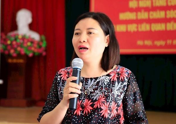 Bác sĩ Hà Lan Phương giải đáp thắc mắc của người dân phường Thanh Xuân Trung