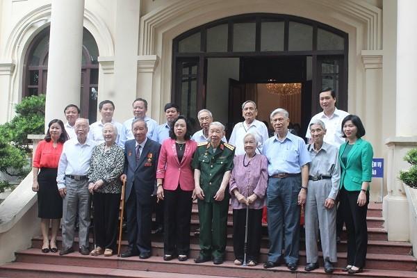 Lãnh đạo thành phố Hà Nội gặp mặt đại diện Ban liên lạc các chiến sĩ Việt Minh thành Hoàng Diệu