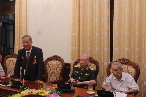 Đồng chí Vũ Oanh phát biểu tại buổi gặp mặt với lãnh đạo thành phố Hà Nội
