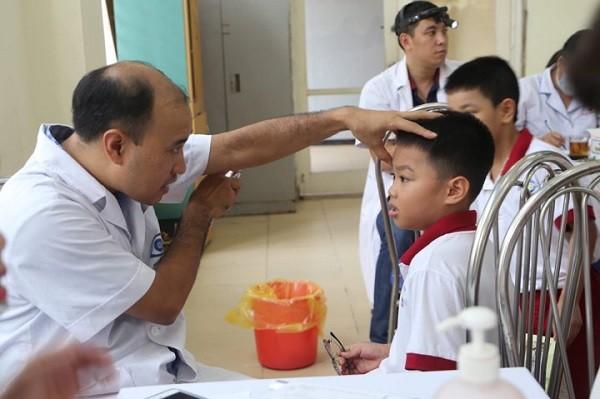 Hơn 2.000 học sinh, trẻ mầm non ở khu vực Hạ Đình (Thanh Xuân) đã được khám