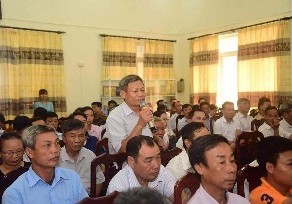 Cử tri huyện Thạch Thất nêu ý kiến tại buổi tiếp xúc với đoàn ĐBQH thành phố