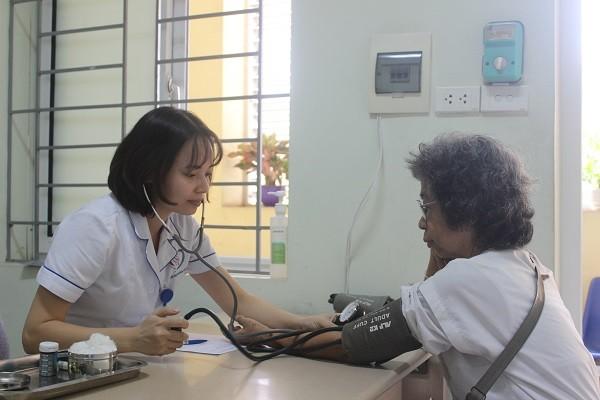 Khám sức khỏe cho người cao tuổi tại Bệnh viện Đa khoa Đống Đa