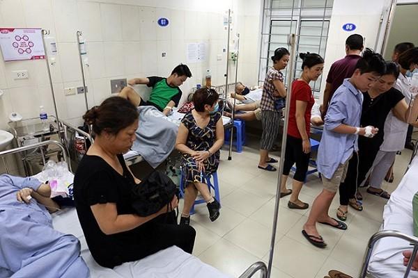 Điều trị bệnh nhân tại Bệnh viện Bệnh Nhiệt đới Trung ương