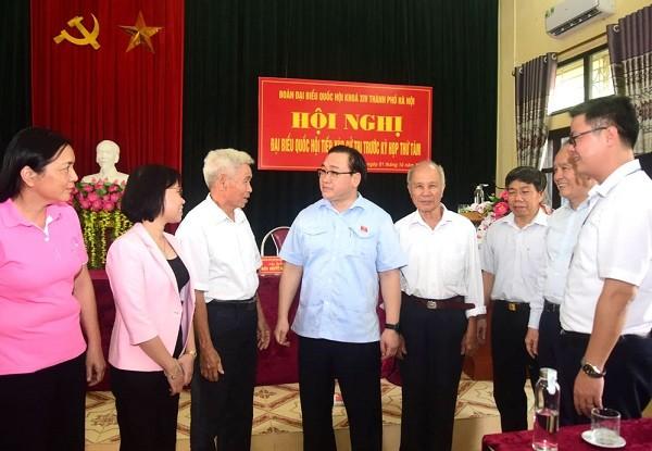 Bí thư Thành ủy Hà Nội Hoàng Trung Hải tiếp xúc cử tri thị xã Sơn Tây trước kỳ họp thứ 8