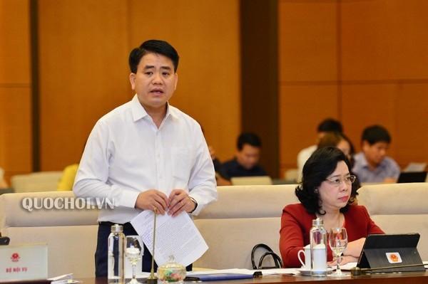 Chủ tịch UBND TP Hà Nội Nguyễn Đức Chung báo cáo Ủy ban Thường vụ Quốc hội về đề án bỏ HĐND cấp phường, ngày 16-10