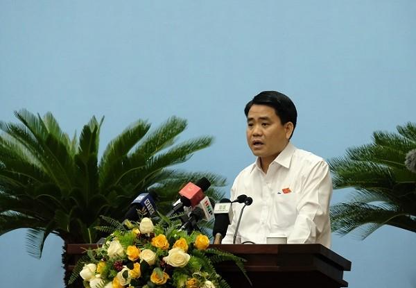 Chủ tịch UBND TP Hà Nội Nguyễn Đức Chung phát biểu giải trình tại phiên họp