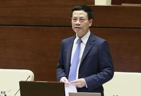 Bộ trưởng Bộ TT&TT Nguyễn Mạnh Hùng trả lời chất vấn trước Quốc hội