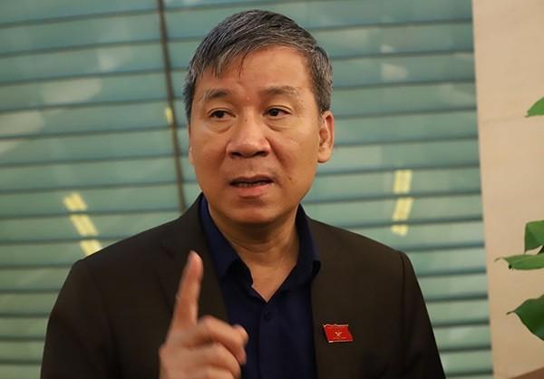 GS.TS - ĐBQH Nguyễn Anh Trí bên hành lang Quốc hội