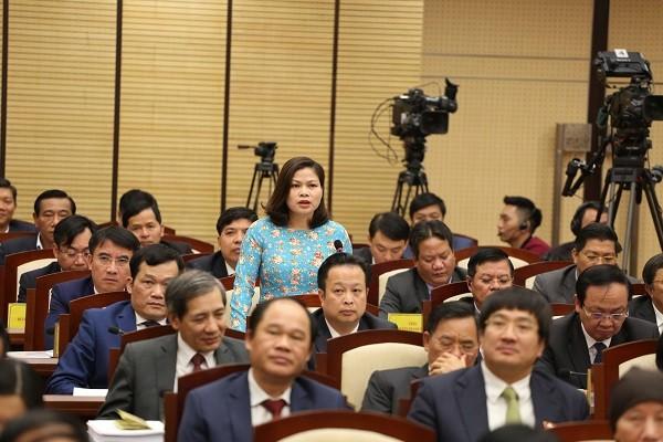 ĐB Hoàng Thị Tú Anh chất vấn Giám đốc Sở GD&ĐT Hà Nội