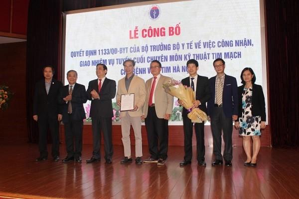 Bệnh viện Tim Hà Nội được Bộ Y tế trao quyết định, công nhận bệnh viện tuyến cuối