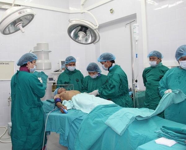 Các bác sĩ Bệnh viện Tim Hà Nội chuyển giao kỹ thuật tim mạch tại BVĐK tỉnh Vĩnh Phúc