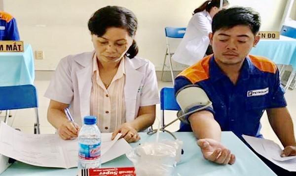 """Bộ Y tế yêu cầu xác minh vụ """"hô biến"""" nhân viên tạp vụ thành bác sĩ (Ảnh: thanhnien)"""