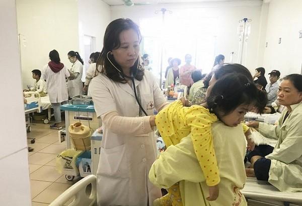 Bệnh nhi nhập viện vì viêm đường hô hấp, viêm phổi những ngày qua gia tăng