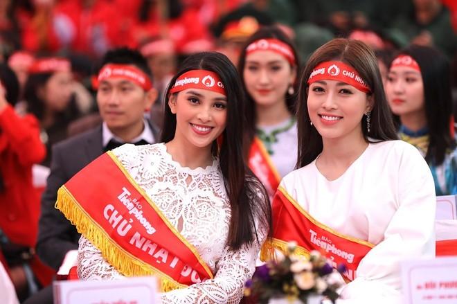 Nhiều người đẹp tham dự Ngày Chủ nhật đỏ lần thứ XII