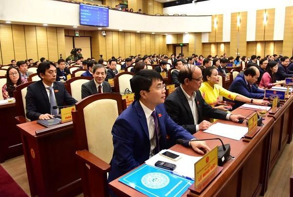 Các đại biểu HĐND TP Hà Nội bấm nút biểu quyết thông qua Nghị quyết