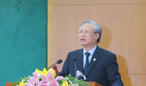 Thường trực Ban Bí thư Trần Quốc Vượng phát biểu tại hội nghị