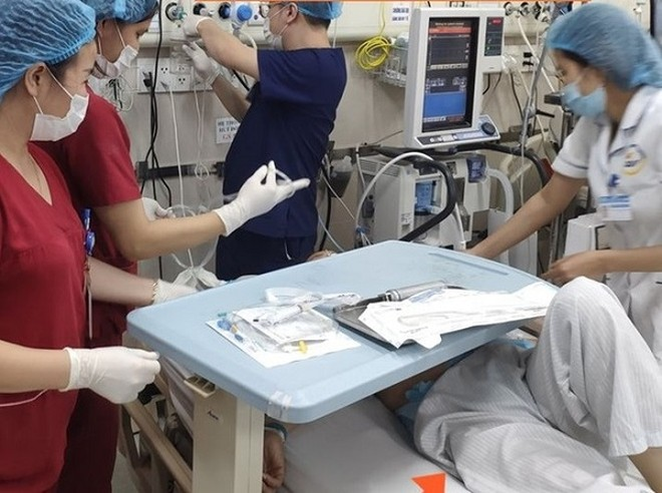 Cấp cứu bệnh nhân tại Bệnh viện Bạch Mai