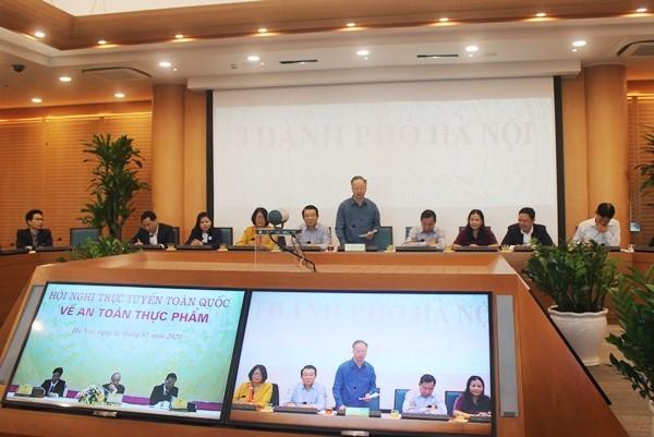 Phó Chủ tịch thường trực UBND TP Hà Nội Nguyễn Văn Sửu phát biểu tham luận