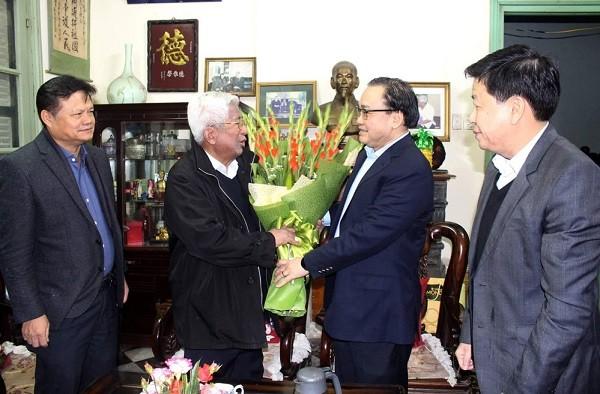 Bí thư Thành ủy Hoàng Trung Hải chúc tết đồng chí Phạm Thế Duyệt