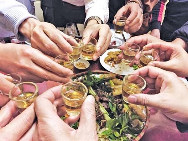 Bộ Y tế đưa khuyến cáo hạn chế uống rượu bia trong dịp Tết