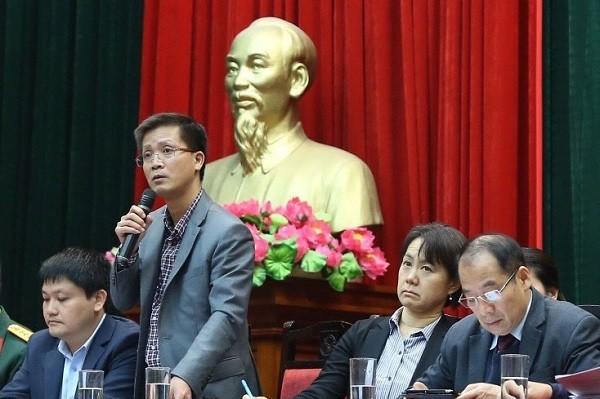 Ông Nguyễn Thanh Lâm, Phó Cục trưởng Cục Quản lý dược trả lời báo chí