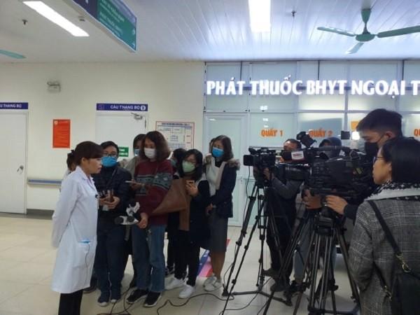 Trưởng khoa Khám bệnh - Bệnh viện Thanh Nhàn trả lời báo chí về bệnh Corona