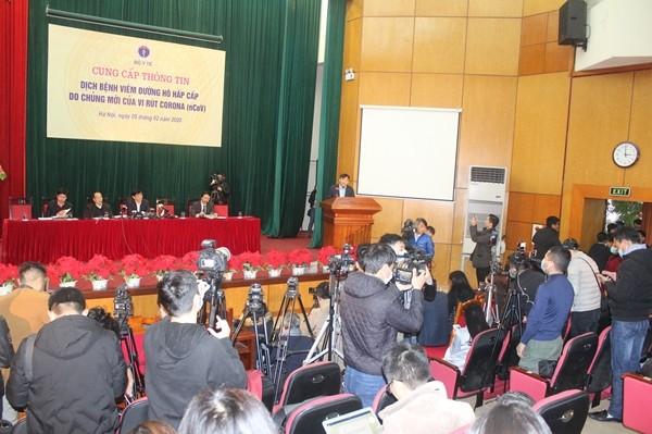 Rất đông cơ quan báo chí tham dự buổi cung cấp thông tin tại Bộ Y tế