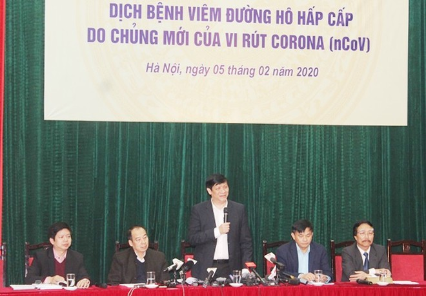 Thứ trưởng Bộ Y tế Nguyễn Thanh Long thông tin tại buổi họp báo