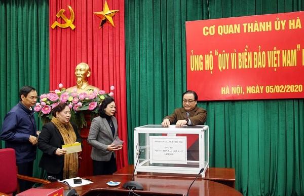 """Lãnh đạo Thành ủy Hà Nội ủng hộ Quỹ """"Vì biển, đảo Việt Nam"""" năm 2020"""