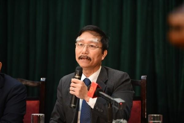 Ông Đỗ Văn Đông, Phó Cục trưởng Cục Quản lý dược trả lời báo chí