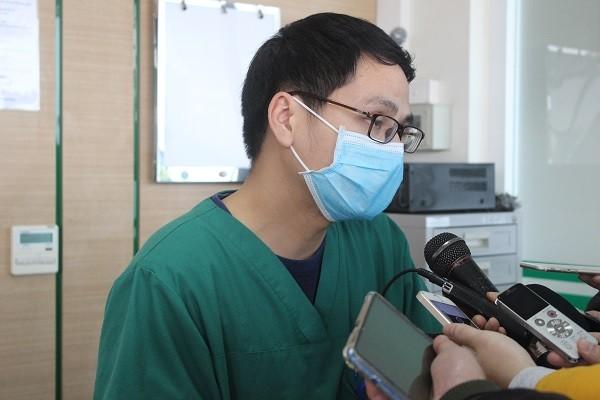 Bác sĩ khoa Cấp cứu - Bệnh viện Bệnh Nhiệt đới Trung ương chia sẻ về quá trình điều trị các bệnh nhân corona