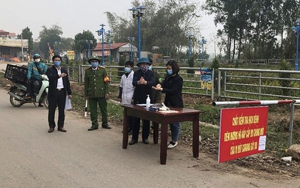 Lập các chốt kiểm soát kiểm dịch tất cả người ra vào xã Sơn Lôi (Bình Xuyên, Vĩnh Phúc)