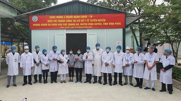 Hai mẹ con bệnh nhân nhiễm Covid-19 ở Bình Xuyên được xuất viện chiều 20-2