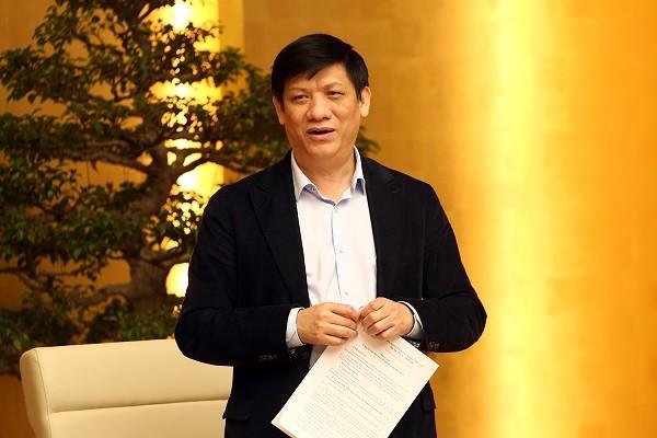 Thứ trưởng Bộ Y tế Nguyễn Thanh Long báo cáo tại cuộc họp sáng 24-2