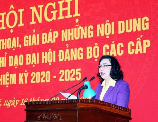 Đồng chí Ngô Thị Thanh Hằng phát biểu tại Hội nghị tập huấn về công tác tổ chức Đại hội Đảng bộ các cấp