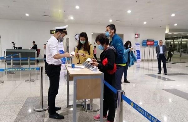 Tất cả hành khách Hàn Quốc nhập cảnh qua sân bay Nội Bài đều phải khai tờ khai y tế bắt buộc