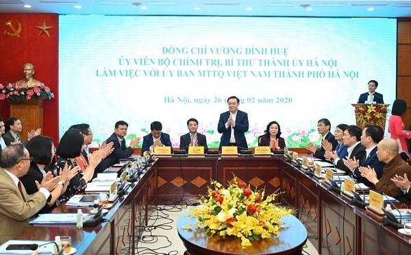 Bí thư Thành ủy Vương Đình Huệ chủ trì buổi làm việc