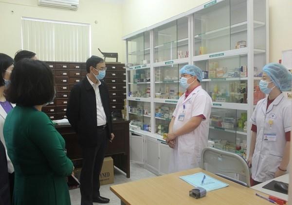 Phó Bí thư Thành ủy Đào Đức Toàn kiểm tra công tác chống dịch Covid-19 tại Phòng khám Đa khoa Yên Hòa