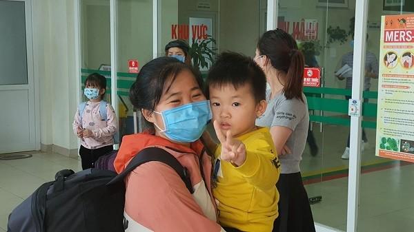 Sau 21 ngày cách ly, niềm vui mới thực sự vỡ òa với những công dân trở về từ tâm dịch ở Trung Quốc