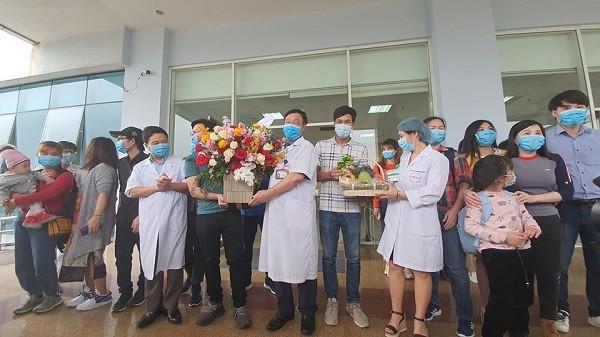 Lễ xuất viện cho 30 công dân Việt Nam trở về từ Vũ Hán sau khi hết thời gian cách ly