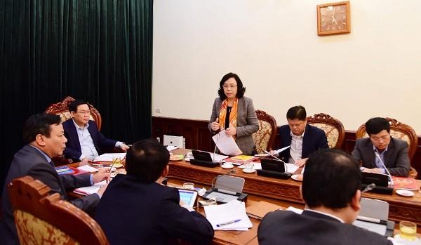 Phó Bí thư Thường trực Thành ủy Ngô Thị Thanh Hằng trao đổi tại buổi làm việc