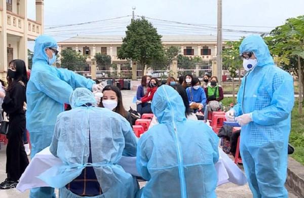 Khám sàng lọc cho các trường hợp cách ly tập trung tại Ninh Bình