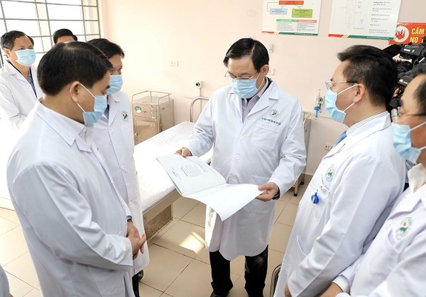 Bí thư Thành ủy cùng Chủ tịch UBND TP Hà Nội kiểm tra công tác phòng chống dịch Covid-19 ở BV Đa khoa Đức Giang